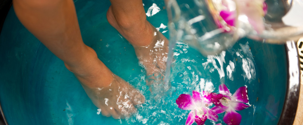 aulani-salon-therapies-pedicure-hero-g