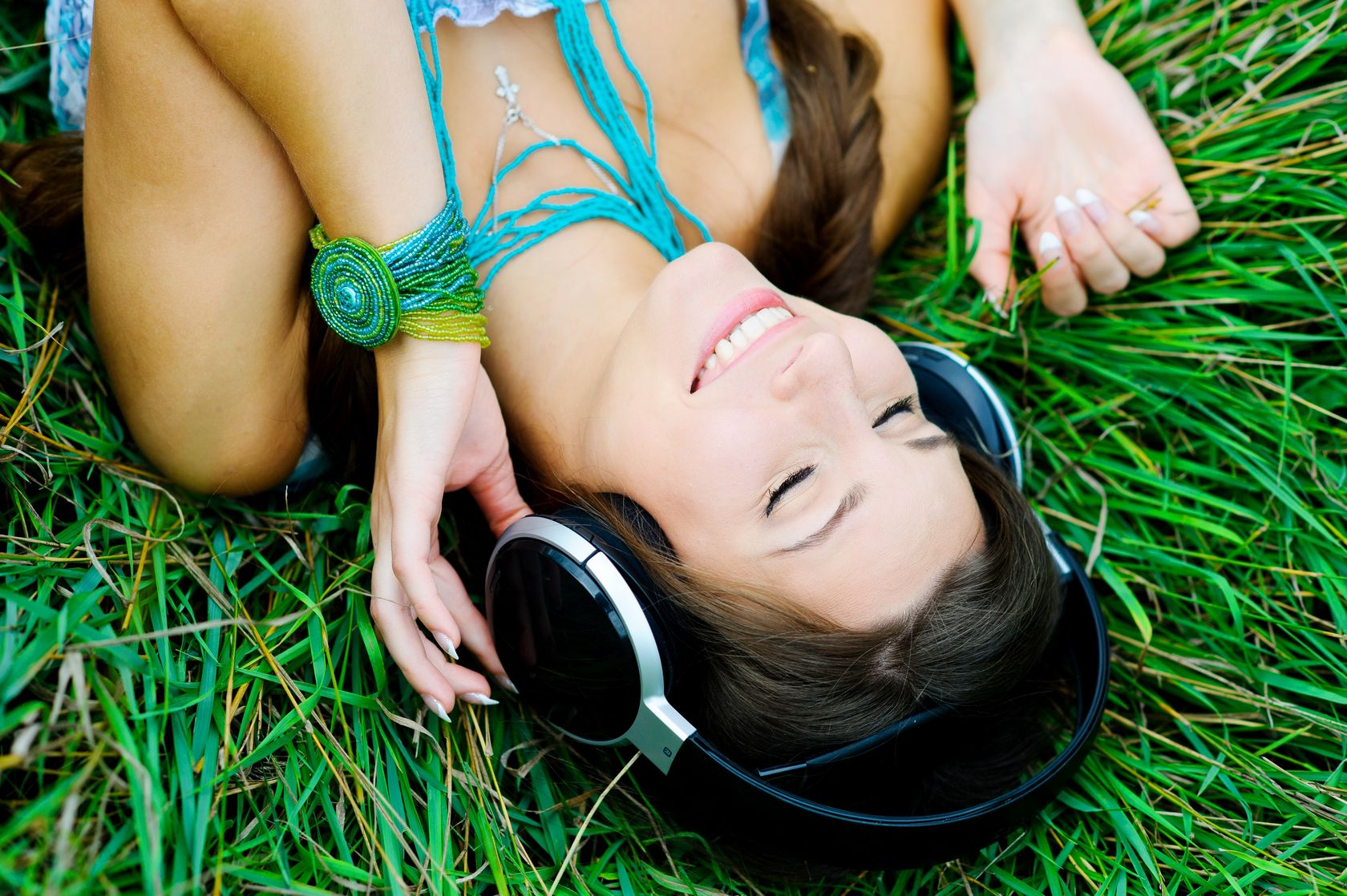 10525008 - young woman listening to music
