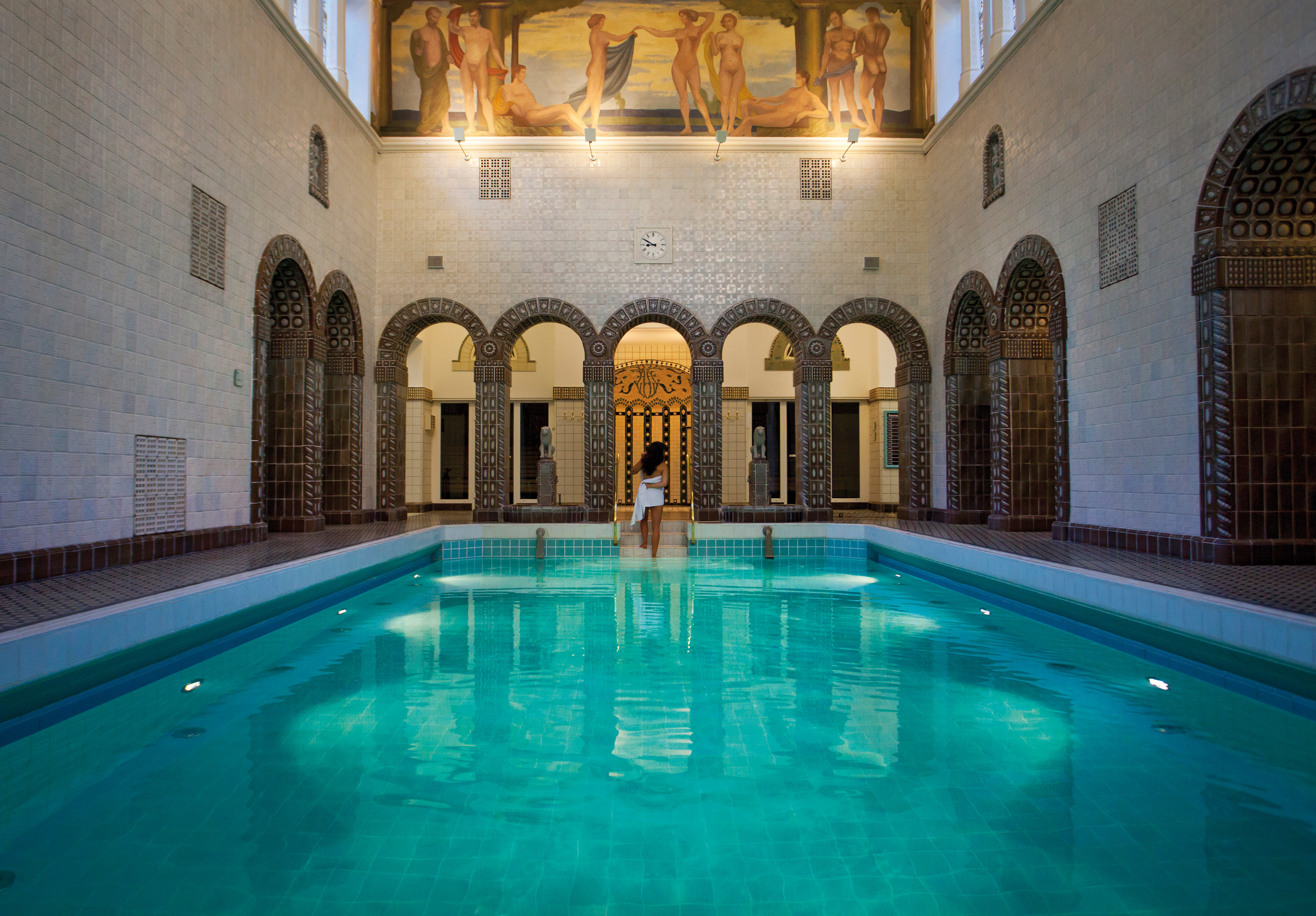 thermal baths overcoming 39 nudity nerves 39 in exquisite spas of germany. Black Bedroom Furniture Sets. Home Design Ideas