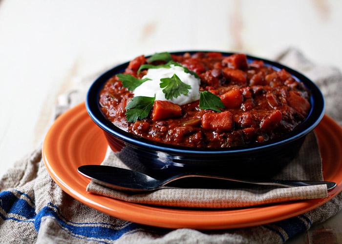 slow-cooker-quinoa-sweet-potato-and-black-bean-chili3